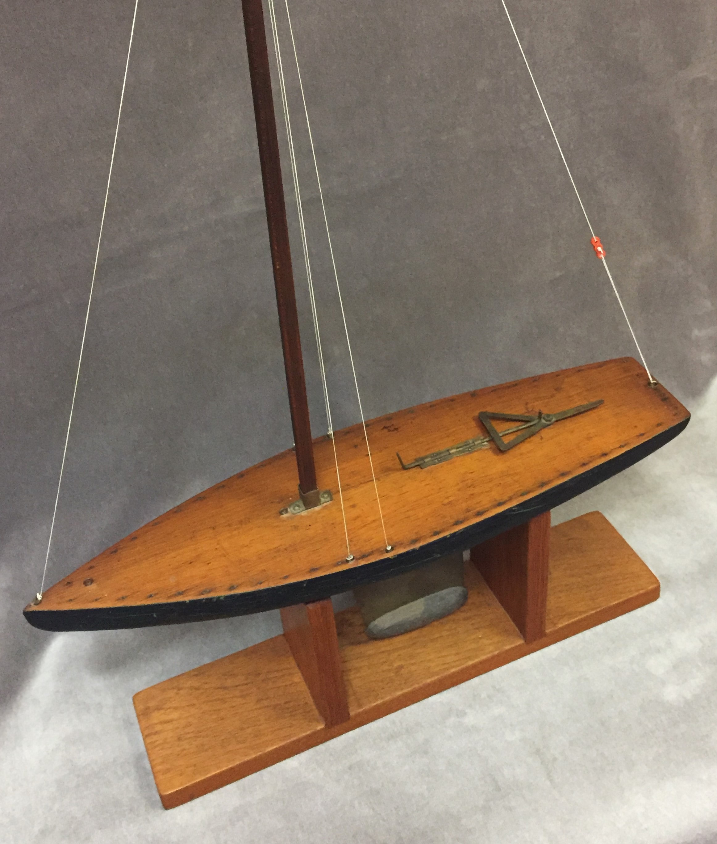 Antique Skeleton Keel Pond Yacht - Boat Model
